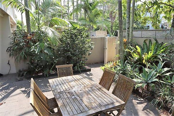 Moondarah No 7 Courtyard With Gated Access To Noosa Parade (2)