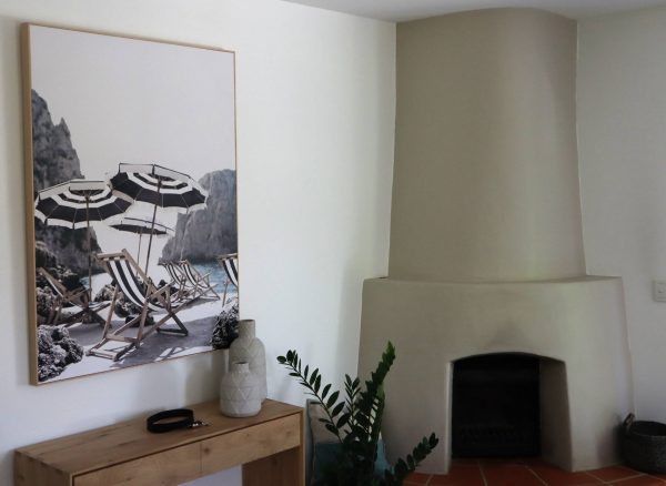 No 5 95 Lounge Room Console & Art