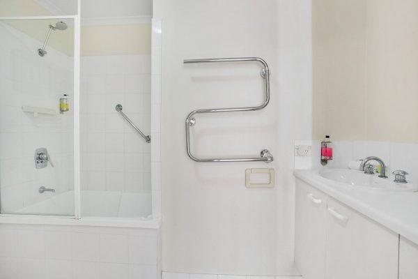 Noosa Riviera Apt 10 Bathroom