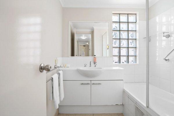 Noosa Riviera Apt 4 Bathroom