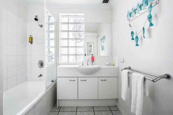 Noosa Riviera Apt 8 Bathroom